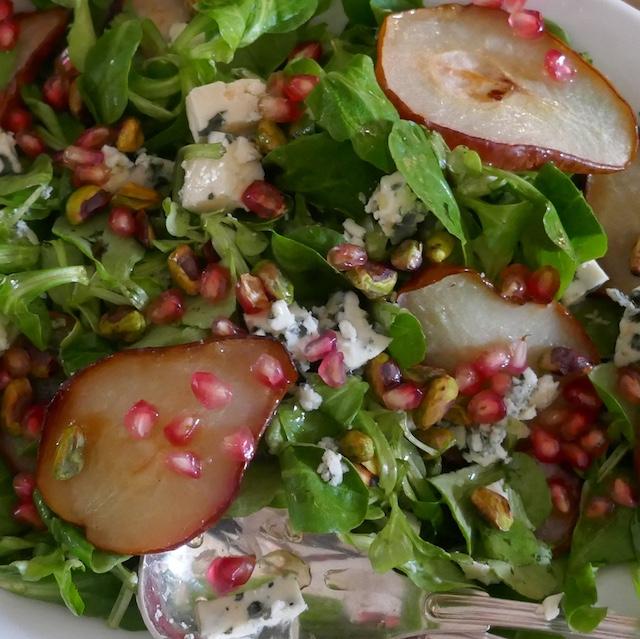 Salade d'automne à la poire et à la grenade